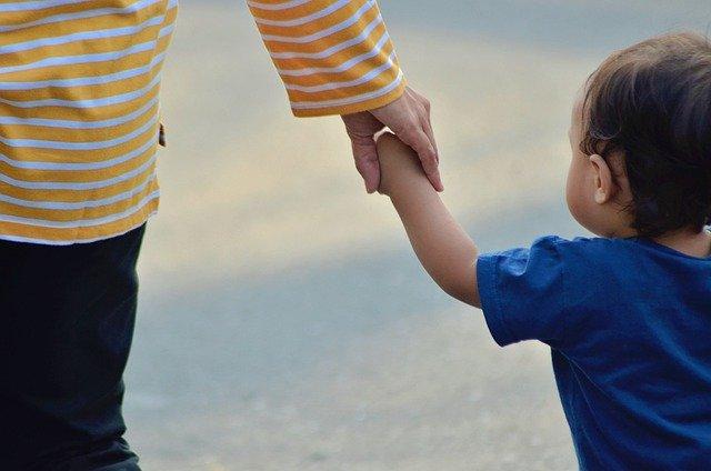 """אימוץ ילדים מחו""""ל לאימהות חד הוריות:"""