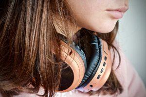 """תוכניות מרתקות בתחנת """"גלי ישראל"""" להאזנה בזמן הפנוי"""